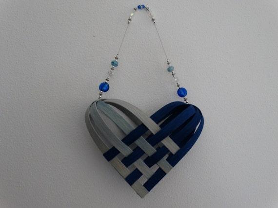 coeur de panier tiss main en bleu royal et la lumi re bleu. Black Bedroom Furniture Sets. Home Design Ideas