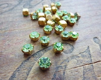 Vintage 5mm Glass Rhinestone in Brass Cup Peridot (10)
