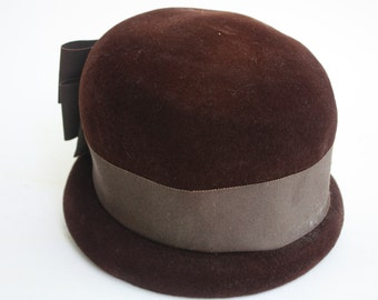 Vintage 1940s brown felt hat.