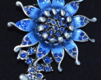 Pretty Vintage Royal Blue, Rhinestone Floral Brooch, Butterfly, Darkened Silver (F9)