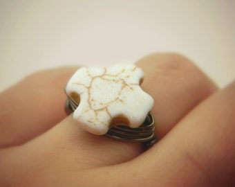 Cross Ring, Jewelry Rings, Cocktail Rings, White Ring, Rustic Ring, Rustic White Jewel, Brown Ring, White Turquoise Jewelry, Anillo, Size 6