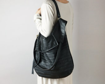 Leather hobo bag in black natural leather