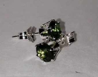 Chrome Diopside Studs-5mm
