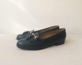 vintage loafers / black leather flats / Tasseled Leather flats