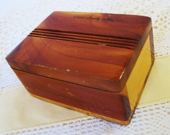 Small Cedar Wood Box Vintage Ring Trinket Jewelry Wooden Hinged Keepsake Treasure Box Great Smoky Mnts Road Trip Souvenir 1950s