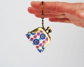 Keychain purse - Chibi flowers in mauve and blue - Lillipurse / Tiny keychain purse / One coin purse / Little daisies / Mauve cobalt rose