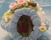 Design your ownCrystal Embossed  Panoramic Sugar Egg with miniature sugar egg You choose the scene
