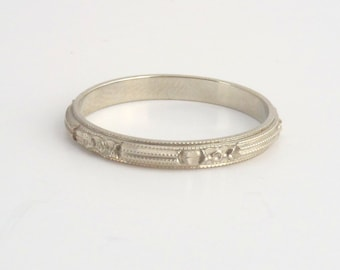 White Gold Eternity Band. Vintage Belais Floral Linear Wedding Ring. Blossom. Size 8 18k.