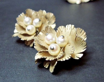 Vintage Cultured Pearl Earrings and Brooch Set - Flowers - Imperial Pearl Syndicate - IPS - 1950s