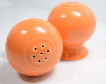 Orange Fiesta salt and pepper shaker set / Original Fiesta pair / Easter / orange salt pepper / mushroom shape / pedestal / Spring