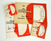 Roylies Lace Paper Doilies and Place Mats 50s / Set of 4