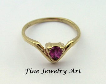Stunning Pink Sapphire Ring - Non Traditional Engagement Ring - Chevron Shaped V Ring Triangle Pink Sapphire 18k Gold -  Simple & Elegant