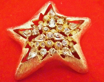 """CORO signed Vintage 2.25"""" art deco gold tone starfish brooch with clear rhinestones in great condition"""