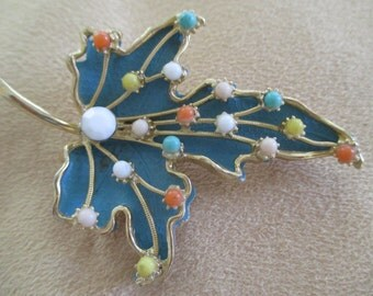 vintage costume jewelry   / leef brooch