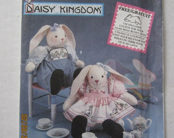 """DAISY KINGDOM Sitting Bunny and Clothes Pattern 7718 Simplicity 12"""""""