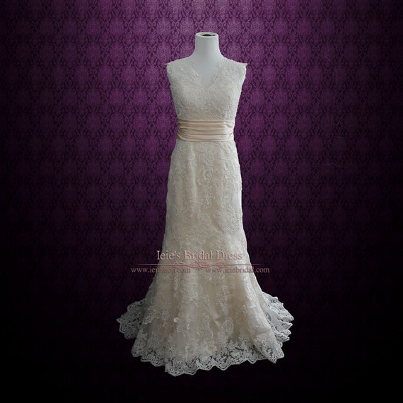 Keyhole Back Lace Wedding Dress With V Neck Rayna By By Ieie