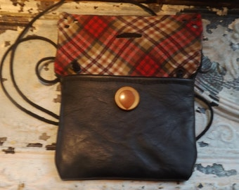 Perfect little black Bag for the girl on the go. Vintage Button, Black leather with cute plaid lining