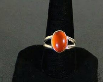 Sterling silver and Carnelian gemstone cabochon ring