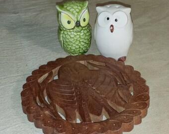 Set of 3 Vintage Kitchen Items / Vintage Owl Kitchen Kitsch / Vintage Owl Salt & Pepper Shakers / Vintage Wooden Owl Trivet