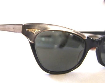 Amazing 1950's Cats Eye Sunglasses // 50s Vintage Eyeglasses // Grey Pearl