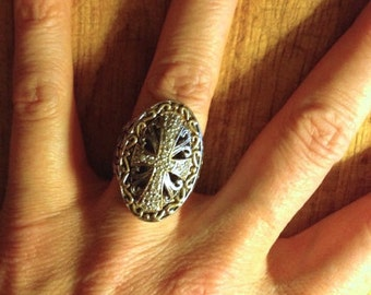Jewelry. Vintage. Cross Rhinestone Silver Metal Ring  // Game of Thrones  Size  5 to 5.5