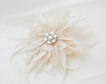 Bridal Hair Flower Headpiece. Ivory Flower Hairpiece. Wedding Fascinator, Bridal Fascinator, Hair Accessory