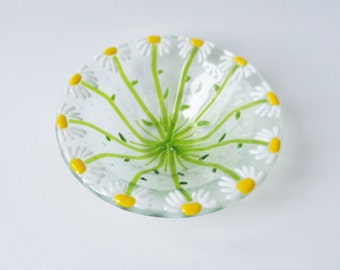Daisy // FLower // Fused GLass Art Bowl // Garden // Summer // Spring // Florist // Cheerful // Bright // Candy // Trinket // Beautiful