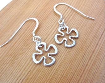 Silver Clover Earrings -- Clover Dangle Earrings -- Quatrefoil Earrings -- Sterling Clover Earrings -- Quatrefoil Dangles -- Clover Earrings