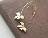 Gold Earrings,Flower Earrings,Dainty Jewelry,Dangle Earrings,Long Earrings,Minimalist Earrings,Bridesmaids Gift,Bridesmaid Earrings