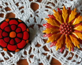 Two Fab 60s Flower Power Pins
