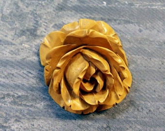 Carved Bakelite Rose VINTAGE Carved BAKELITE Rose Pendant Butterscotch Bakelite Rose Ready to Wear Rose Flower Vintage Jewelry Destash (A35)