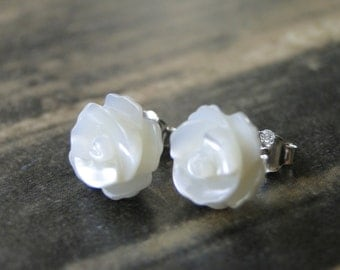 SALE Jewelry / Gorgeous Flower Sterling Silver Studs / Mother of Pearl Studs / Sterling Silver Setting / Soft White Cream Flower Earrings