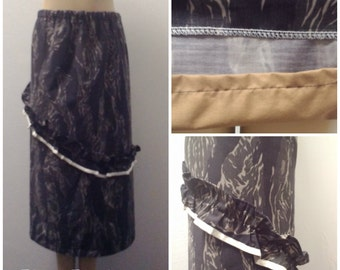 1980s to Cotton maxi Skirt, Camo Tiger Print, Ruffle Accent, Brown/Tan/Olive, Size Medium Large,  #50038