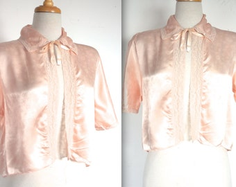 Vintage 1940s Lingerie Blouse // 30s 40s Peachy Pink Satin Bed Jacket with Lace Trim and Bow // Rose // DIVINE