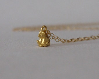 Tiny bear necklace in gold