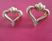 Vintage costume jewelry   / pierce heart earrings