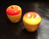 Pyrex apples yellow red heating warming container bowl