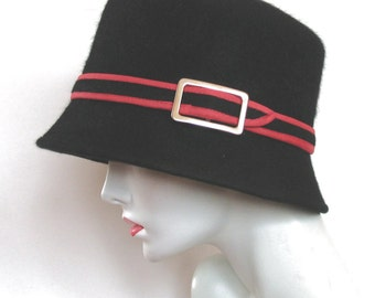 Black fur wool felt cloche hat with red trim and gold tone buckle. Stylish hat for everyday