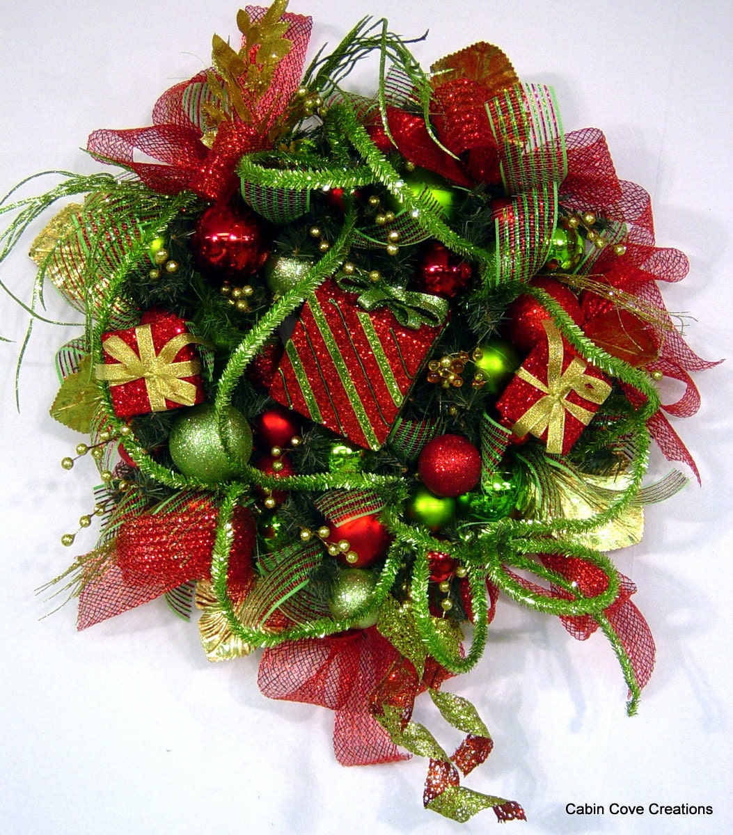 Decorated christmas door wreath gift boxes red lime green gold for Red and green christmas decorations