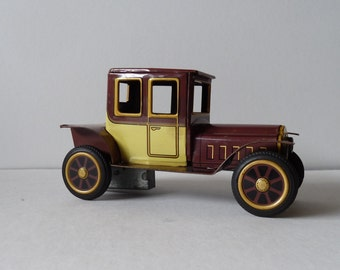 Vintage toy tin friction car made in Japan