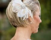 Bridal Feather Fascinator with Brooch, Bridal Fascinator, Wedding Hair Accessories, Fascinator, Hair Clip, Bridal Veil, Birdcage Veil, Ivory