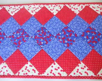Quilted Table Runner in Red White and Blue, Patchwork Quilted Table Topper, Table Quilt, Vintage Style, Red White and Blue
