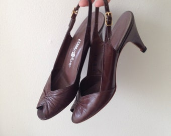Vintage brown heeled peeptoe shoes