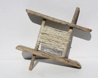 Vintage Wooden Rope Winder Clothes Line Reel Primitive Rustic