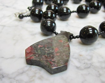 Strength and Bravery – Black Agate, Bloodstone and Onyx Natural Stone Base Chakra Healing Balancing Necklace