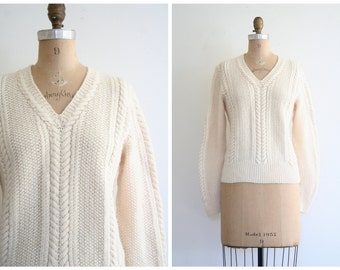 1950s cream lambswool ladies hand knit sweater - fishtail cableknit V-neck pullover / Snowy Ivory - winter white wool / vintage 50s