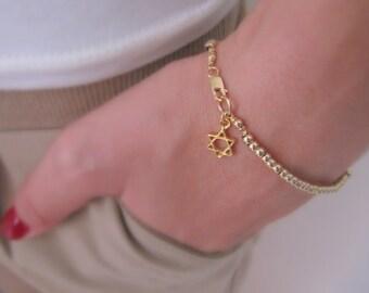 Simple beaded bracelet. Gold beaded bracelet. Charms bracelet. Bridesmaid gift. Elegant bracelet.