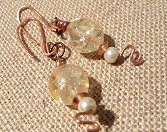 Artisan Hammered Copper Earrings With Pale Yellow Glass Beads, Pure Copper Jewelry, Nickel-Free, Pastel Earrings, Zig Zag, OOAK Jewelry