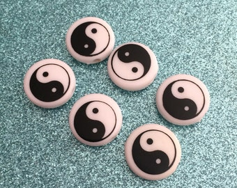 Set of 6 90s yin yang beads