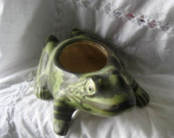 Hollywood Regency antique Bass or Hull spotted toad planter